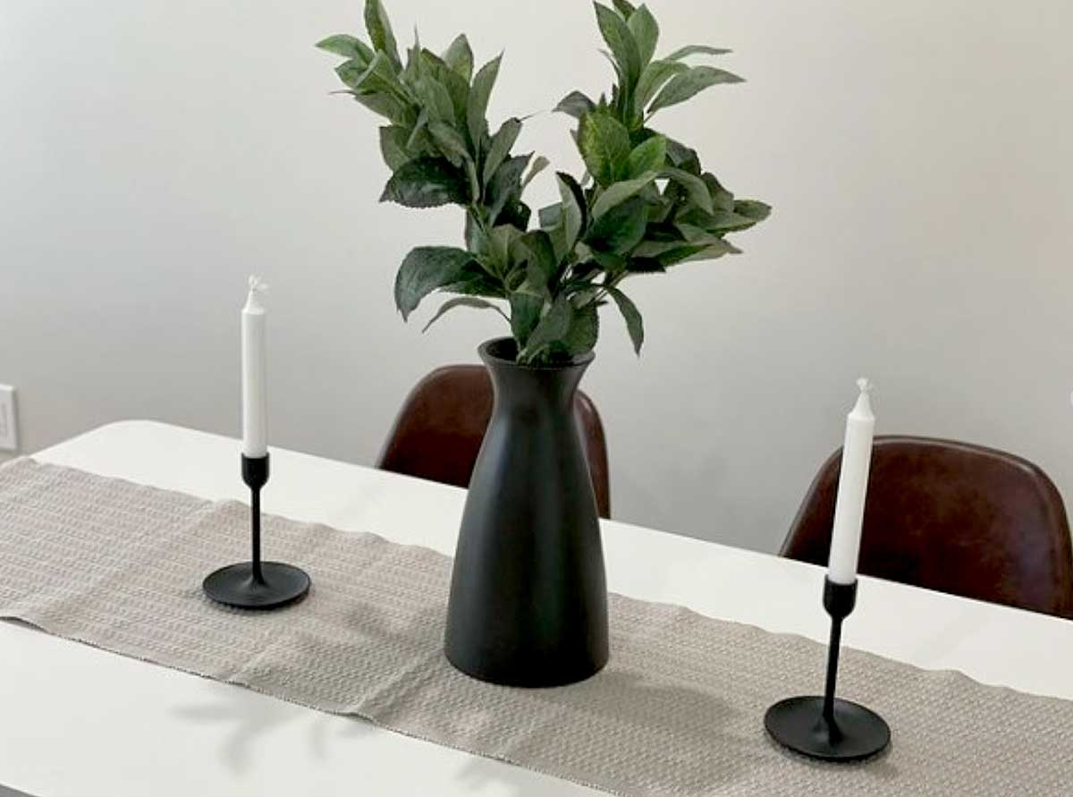 Dining-room-table-with-plant